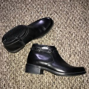 Clarks size 8, ankle boots/booties